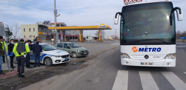 Aksarayda yolcu otobüsü şoförüne fazla yolcu taşımaktan 392 lira ceza kesildi