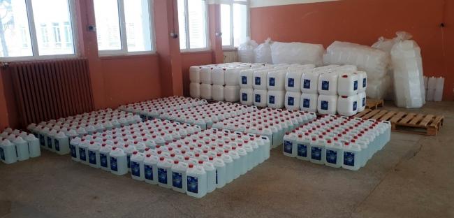 Kırşehirde meslek lisesi öğrencileri 10 günde 40 ton dezenfektan üretti