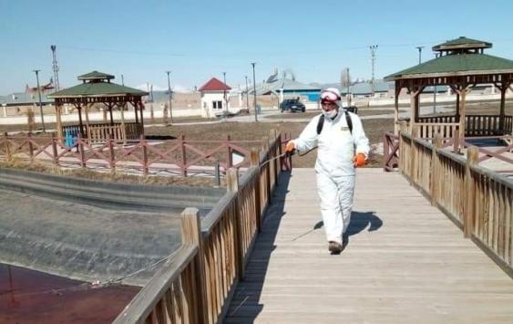 Sarayda parklar dezenfekte edildi