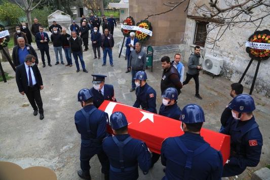 Muğlada hayatını kaybeden emekli hakim askeri törenle toprağa verildi