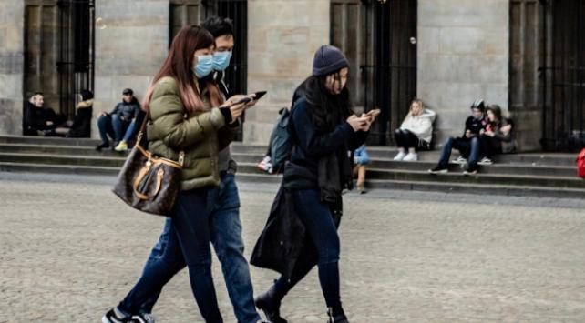 Hollandada koronavirüsten ölenlerin sayısı 434e çıktı