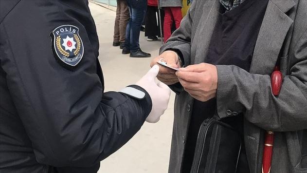 Konyada tedbirlere uymayan 4 kişiye para cezası