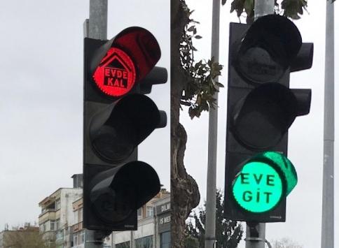 """Trafik ışıklarıyla koronavirüse karşı """"Evde kal"""" çağrısı"""