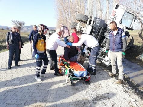 Tokatta devrilen vidanjörün sürücüsü yaralandı