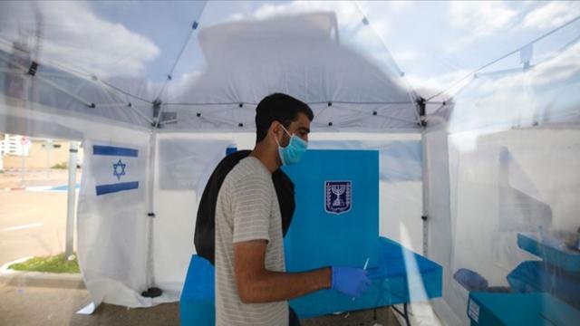 İsrail'de koronavirüs teşhisi konulanlar telefonlarından izlenecek