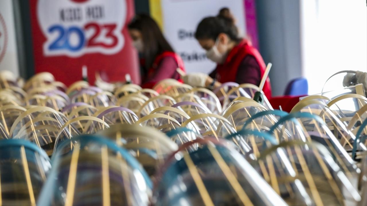 Gençlik Merkezlerinde Korumalı Maske üretimi