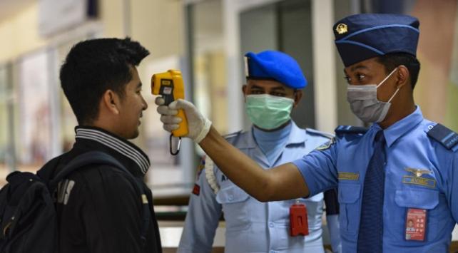 Endonezyada koronavirüsten ölenlerin sayısı 87ye çıktı
