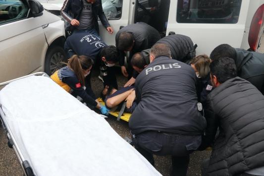 Adanadaki trafik kazasında ikisi polis 3 kişi yaralandı