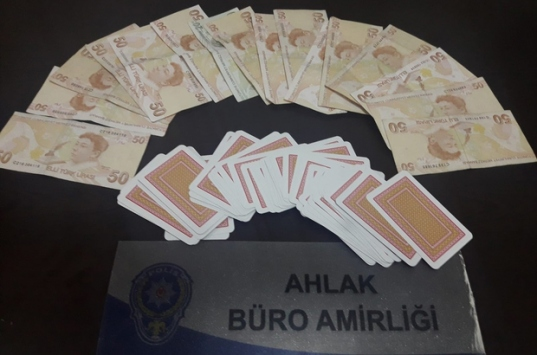 Evde kumar oynayan 19 kişi suçüstü yakalandı
