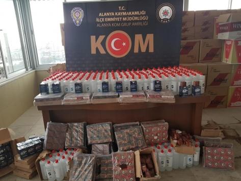 Antalyada 42 bin 620 kaçak tıbbi maske ele geçirildi