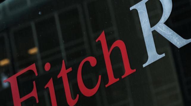 Fitch İngilterenin kredi notunu düşürdü