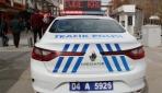Ağrıda Evde kal yazısı polis arabalarında