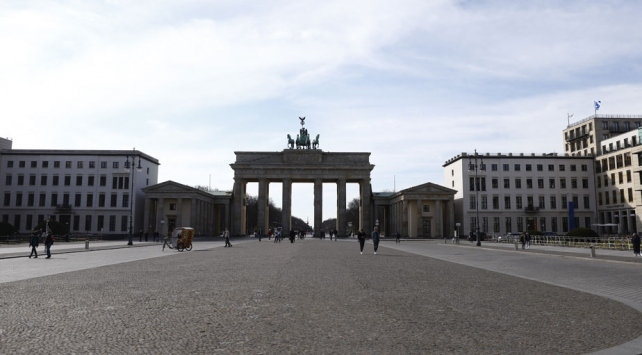 Almanyada COVID-19 tedbirleri 20 Nisana kadar sürecek