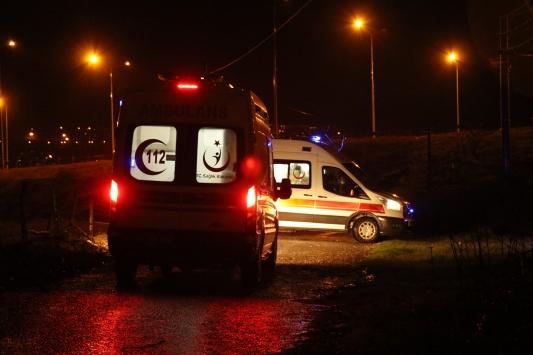 Düzcede dere yatağına devrilen otomobildeki 3 kişi yaralandı