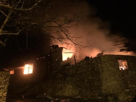 Antalyada iki katlı ev yanarak kullanılamaz hale geldi