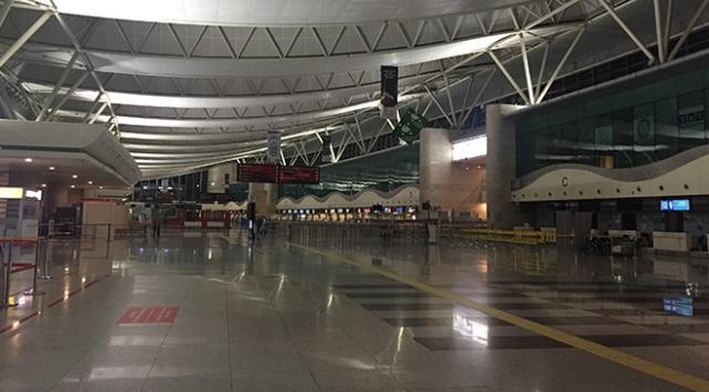 Uçak bilet satışlarına ara verildi, Esenboğa Havalimanı sessizliğe büründü
