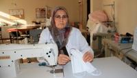 Sivas'ta öğretmenler siperlik ve maske üretiyor