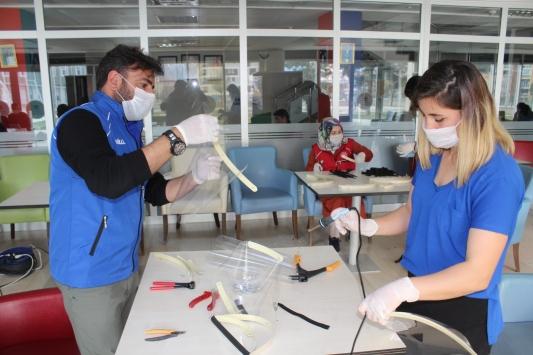 Erzincanda sağlık çalışanları için koruyucu maske üretimine başlandı