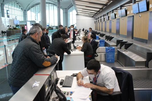 İstanbul Havalimanında iç hat yolcularının seyahat izin belgesi için başvuruları başladı