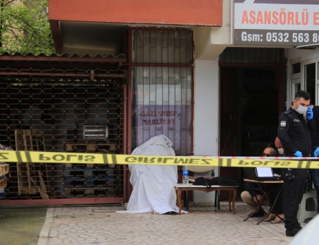 Antalyada gece bekçisi iş yerinde ölü bulundu