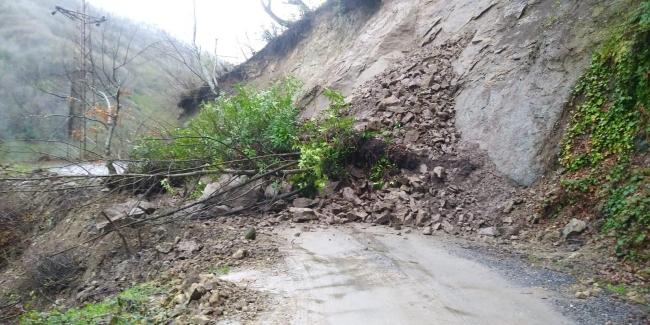 Zonguldakta heyelan nedeniyle kapanan mahalle yolu açıldı