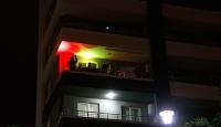 Samsun'da gençler balkon konseriyle 'evde kal' çağrısı yaptı