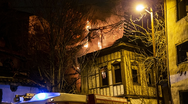 Ankarada yangın: 2 konak kül oldu