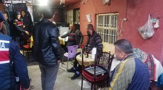 Kahvehaneye dönüştürülen evde yakalanan 9 kişiye para cezası
