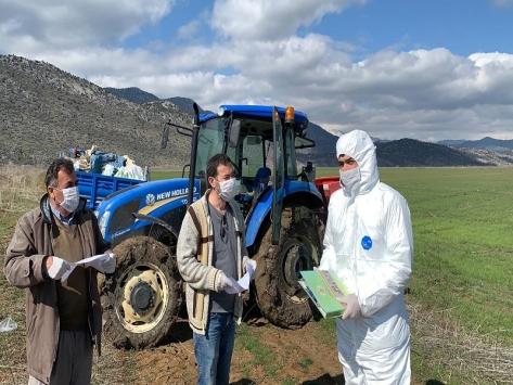 Yalıhüyükte koronavirüse karşı çiftçiler bilgilendiriliyor