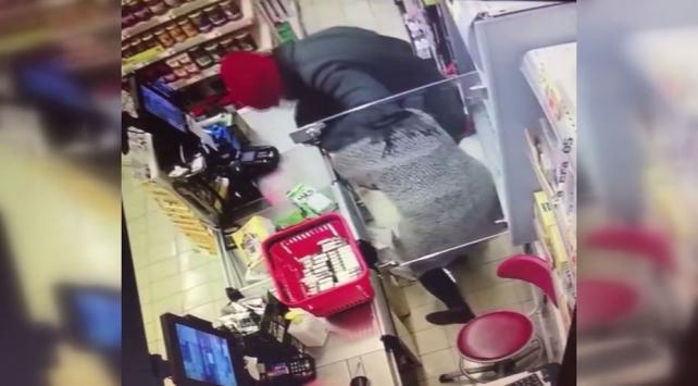 Küçükçekmecede tıbbi maskeyle market soyan şüpheli yakalandı