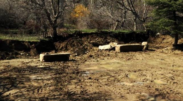 Çiftçinin tarlasında Roma dönemine ait eserler bulundu