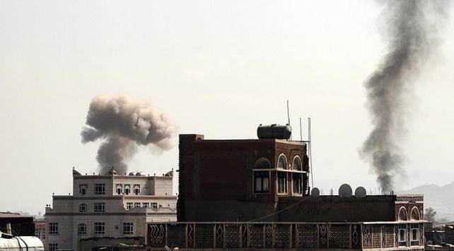 Suudi Arabistan öncülüğündeki koalisyondan Sanaya yoğun hava saldırısı