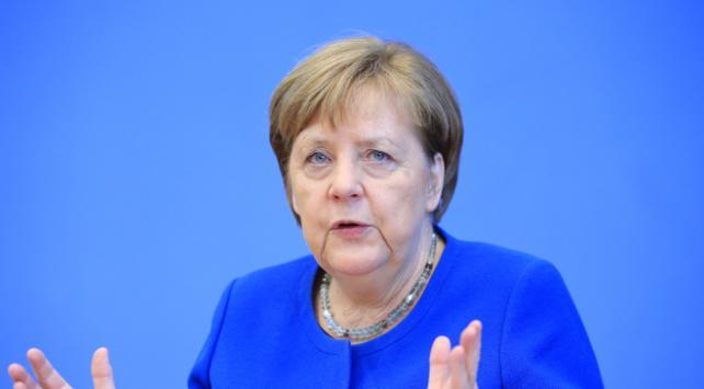 Merkelin üçüncü koronavirüs testi de negatif çıktı