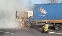 Yanan kargo kamyonunda maddi hasar oluştu