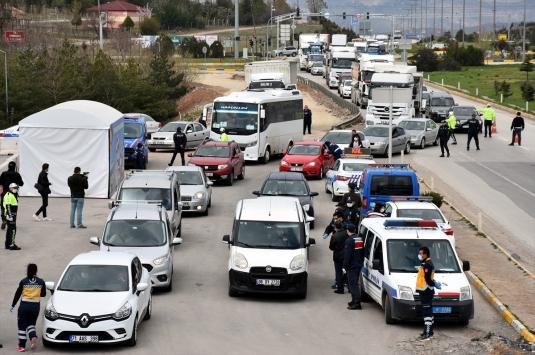 Kırıkkale-Ankara kara yolunda denetim kuyruğu