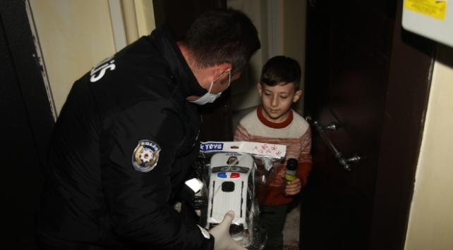 155i arayıp oyuncak isteyen İlkere polislerden hediye
