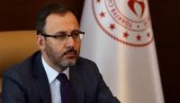 Bakanı Kasapoğlu'ndan karantinadaki vatandaşlara karanfil ve kitap