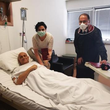 Lösemi tedavisi gördüğü hastanede dünyaevine girdi