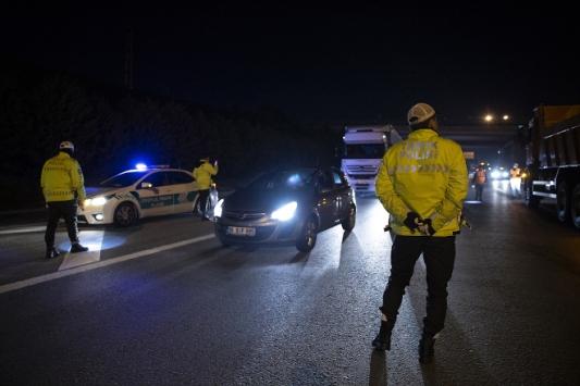 31 şehre araç giriş çıkış yasağı başladı