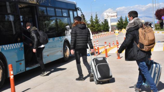 Karadağdan gelen Türkler yurda yerleştirildi