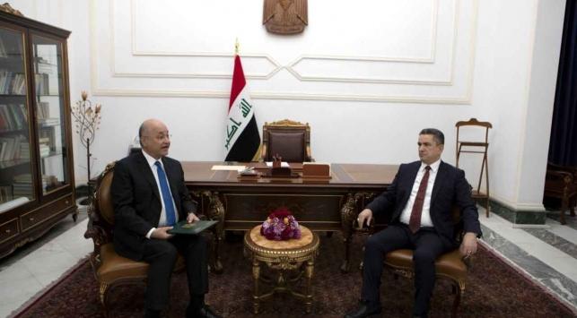 Irakta Zurfi, hükümet programını Meclise sundu