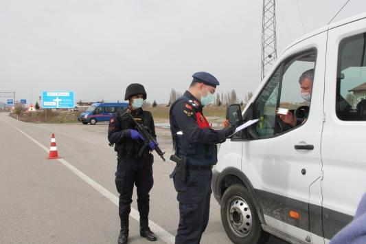 Seydişehirde jandarma ekipleri ilçe giriş çıkışlarında sıkı tedbir aldı