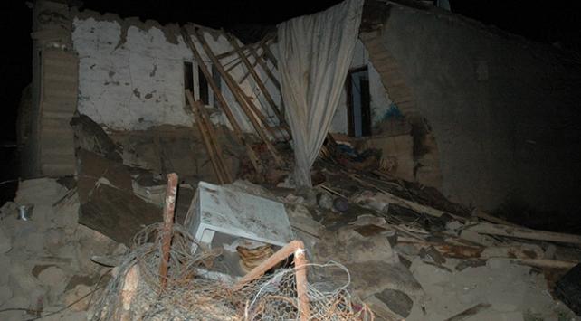Diyarbakırda kerpiç ev çöktü: İki kardeş yaşamını yitirdi