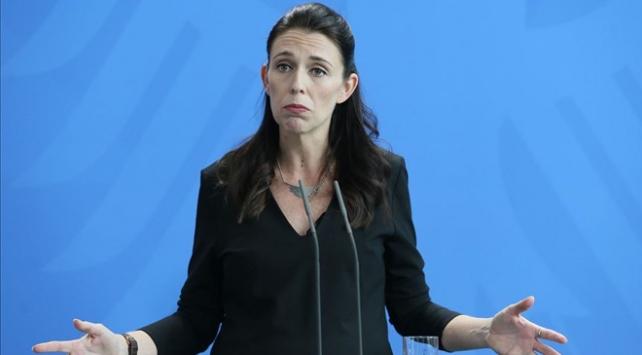 """Yeni Zelanda Başbakanı, COVID-19 kurallarını ihlal edenlere """"aptal"""" dedi"""