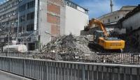 Malatya'da ağır hasarlı binaların yıkımı sürüyor