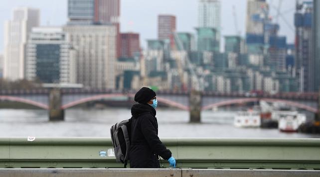 İngilterede son 24 saatte 621 kişi koronavirüsten öldü