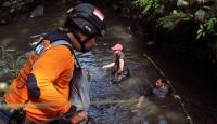 Endonezya'da sel: 4 ölü