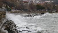 Marmara'da şiddetli rüzgar deniz ulaşımını aksattı