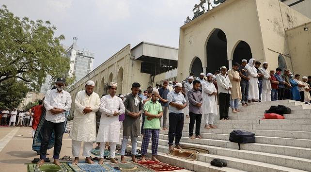 Bangladeşteki mabetlerde koronavirüs önlemi