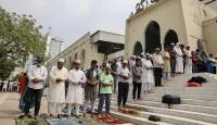 Bangladeş'teki mabetlerde koronavirüs önlemi